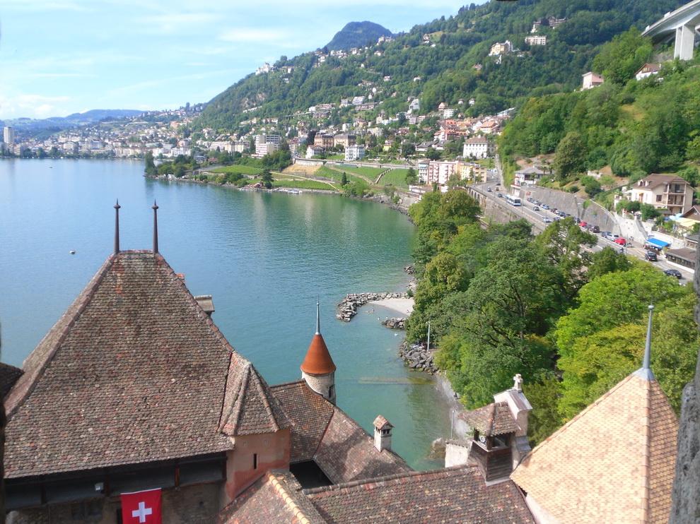 Вид с площадки швейцарского Шильона
