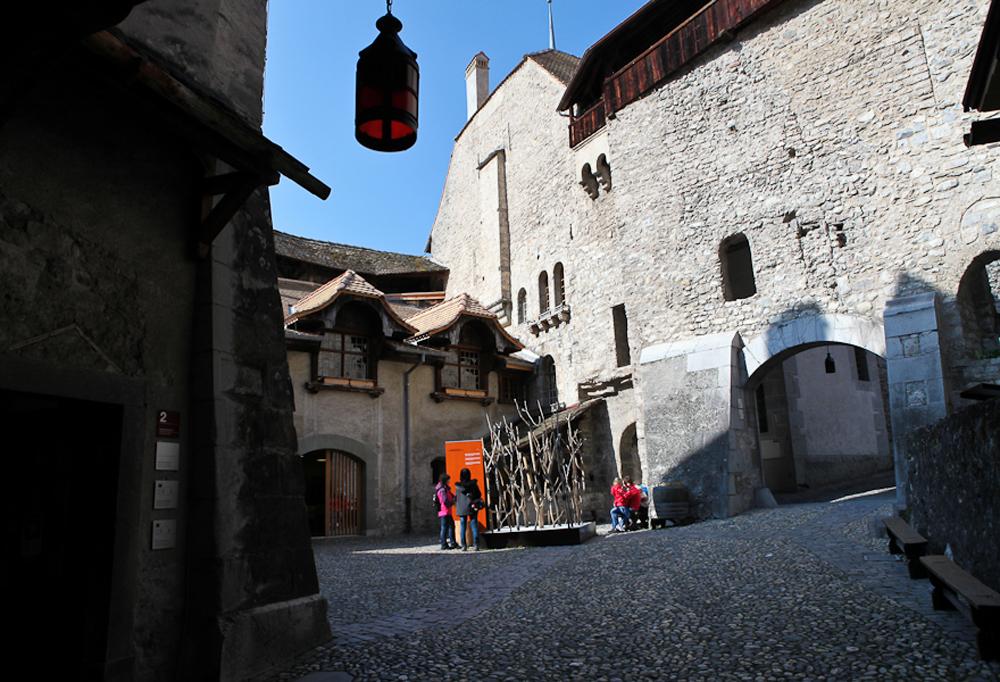 Первый двор Шильонского замка
