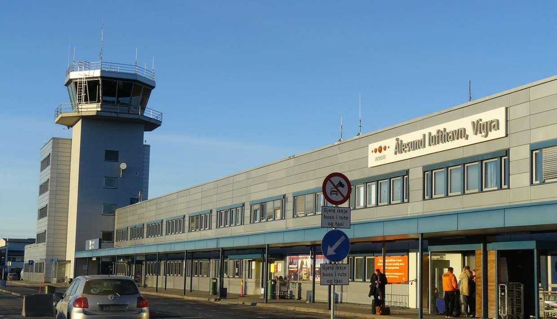 Аэропорт Alesund Airport Vigra