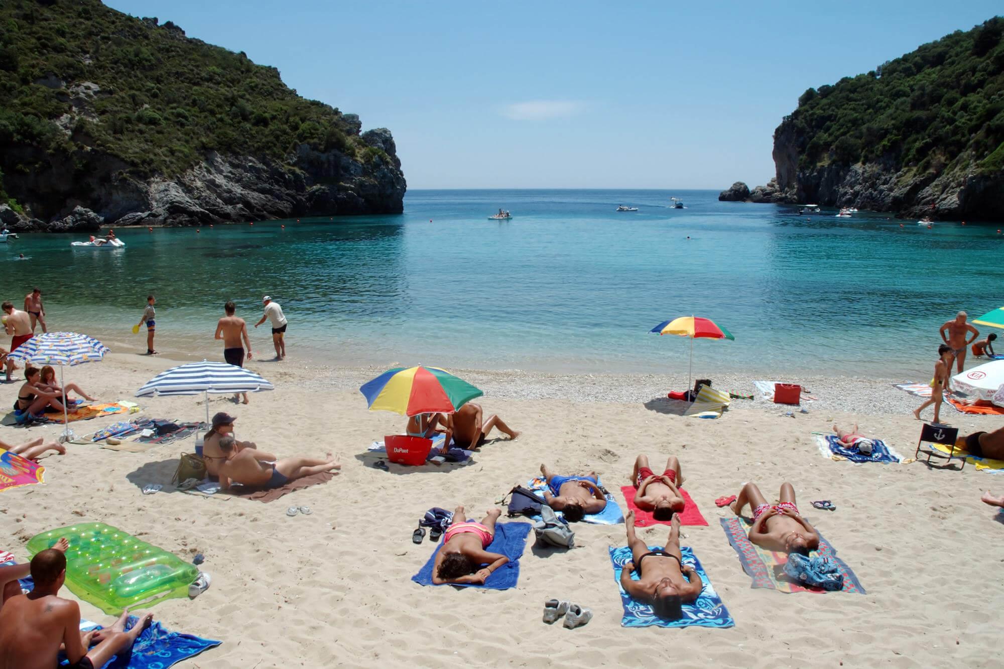 Отдых на пляже Корфу