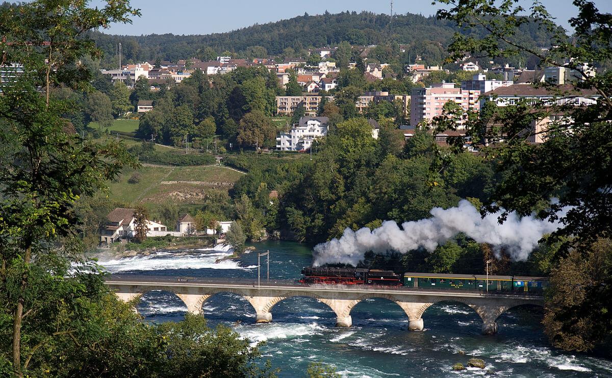 Мост с железнодорожными путями