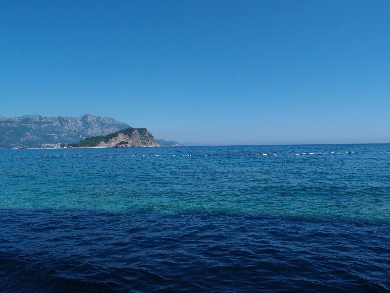 С пляжей Могрен вид на остров Святого Николая