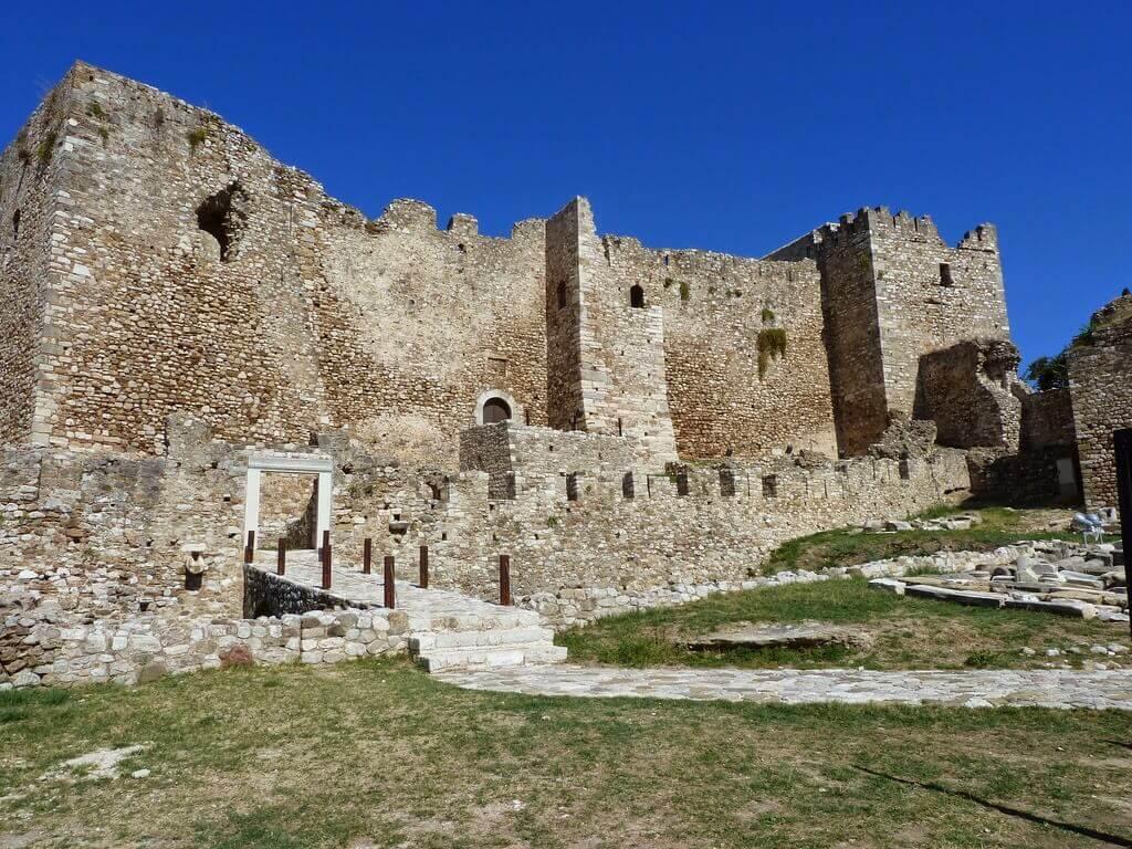 Средневековый замок Патры