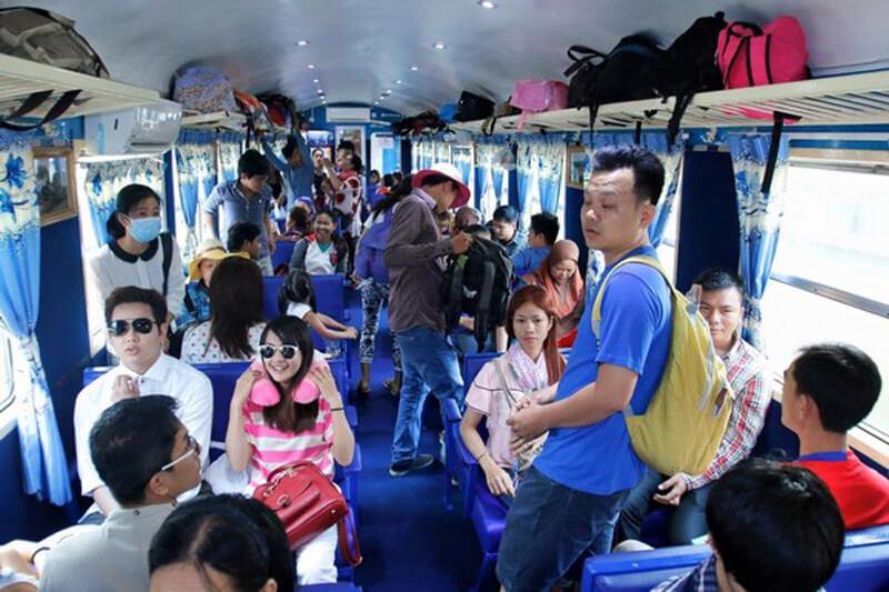 В вагоне кампучийского поезда