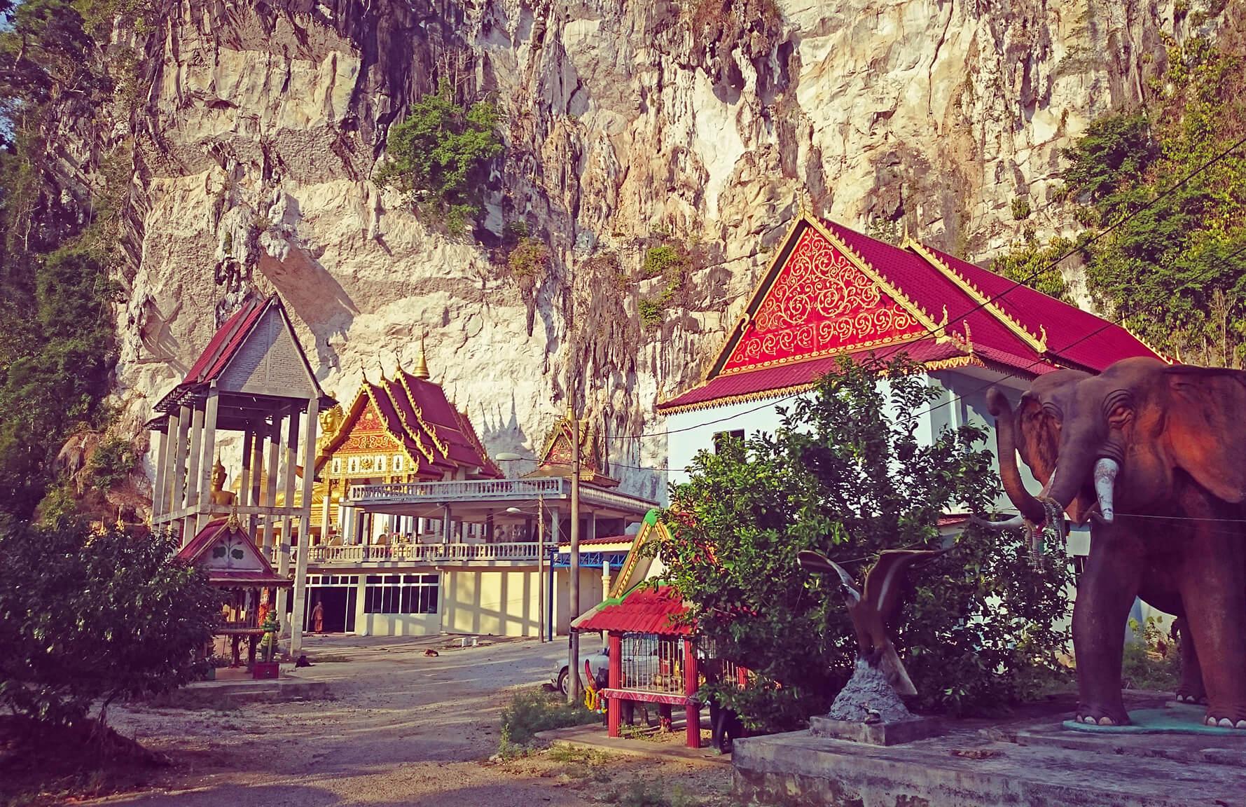 Храм Wat Koh Wanararm