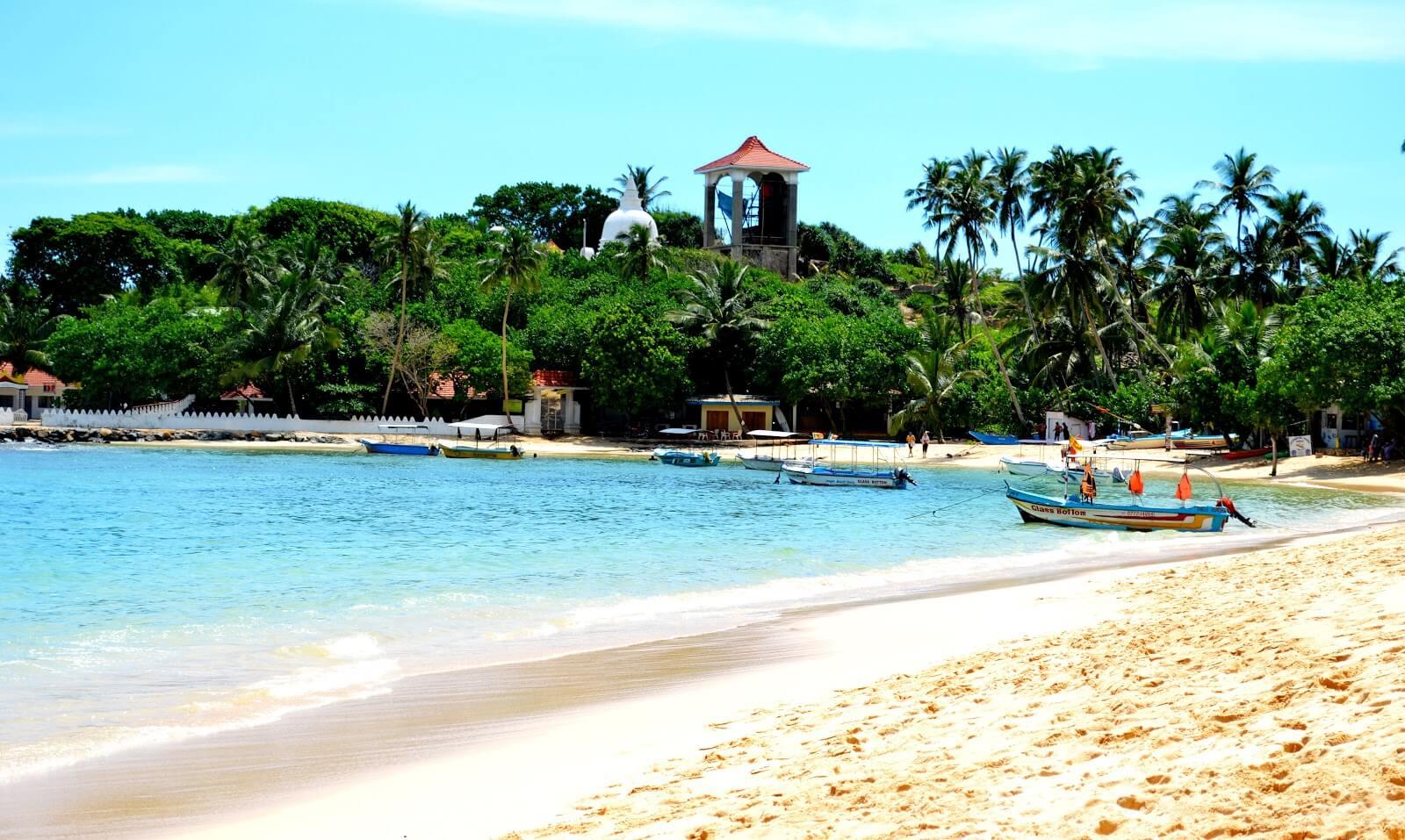 Пляж в городе Унаватуна, Шри-Ланка