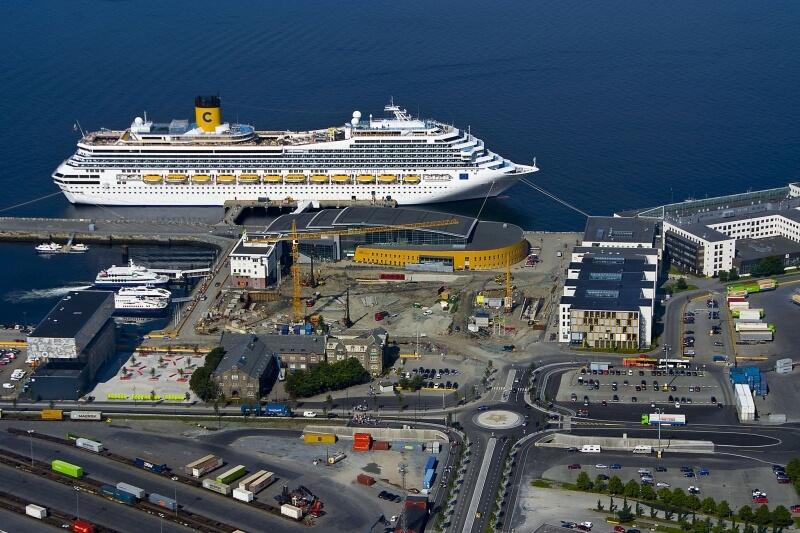 Круизный лайнер в порту Тронхейма