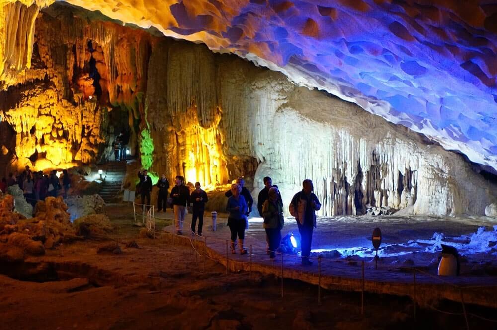 Пещера в бухте Халонг