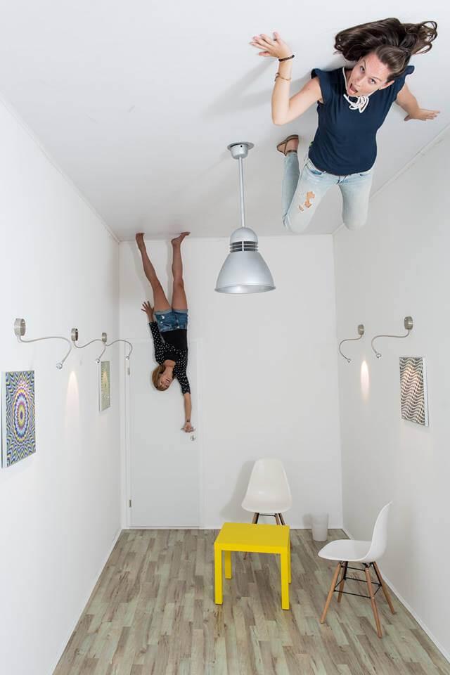 Комната верх ногами