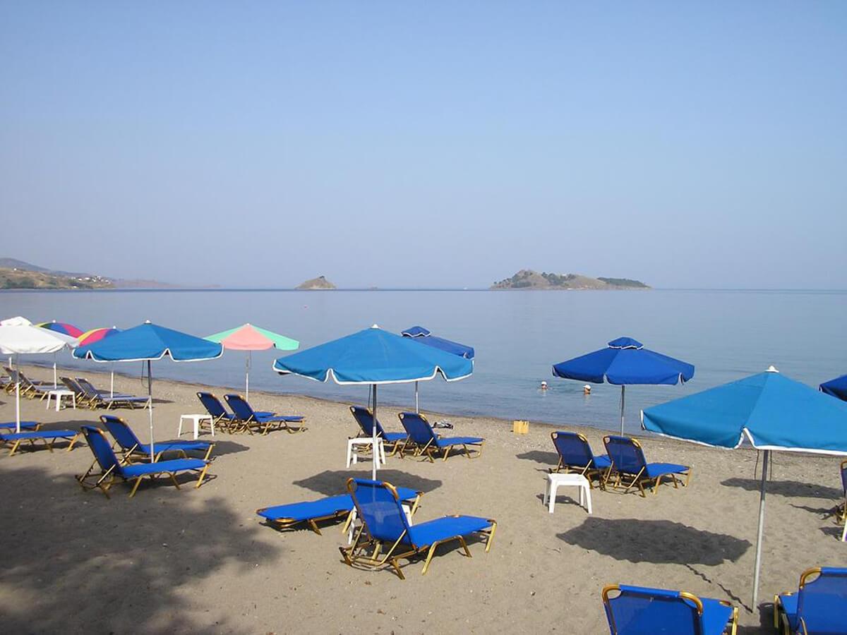 Пляж в поселения Петра