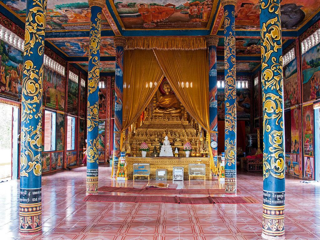 В храме Ват Кром