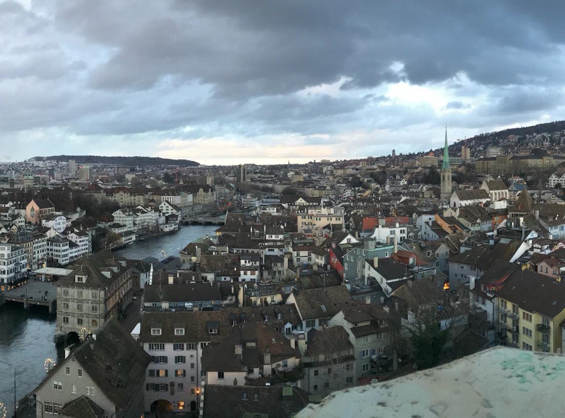 Вид на город с башни собора Гроссмюнстер