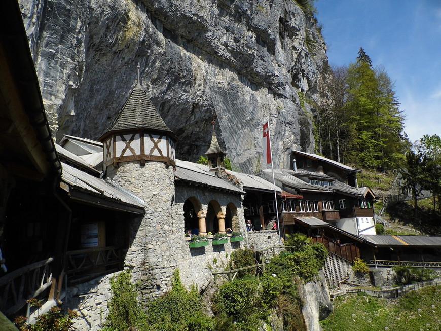 Вход в пещеры лежит через ресторан