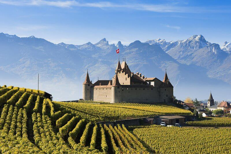 Замок Aigle в Швейцарии