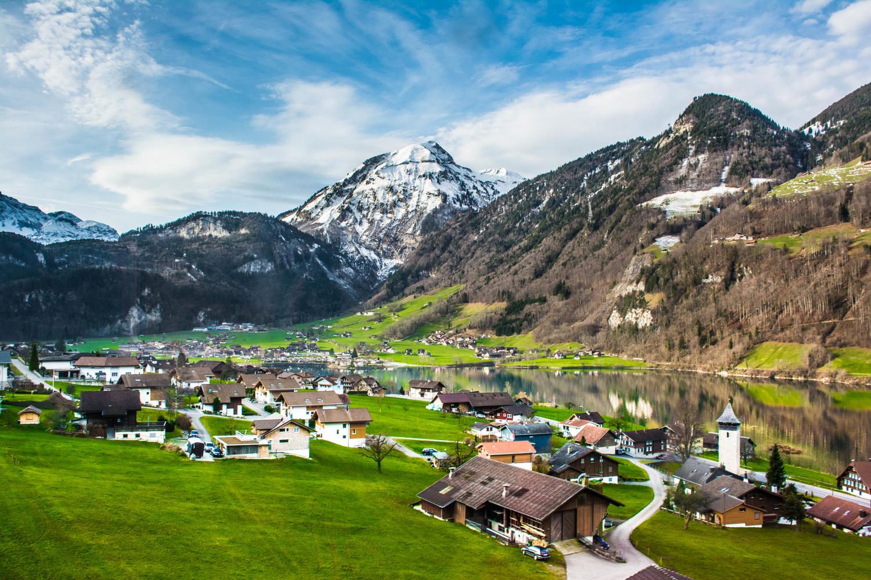 Интерлакен - курортный городок в Швейцарии