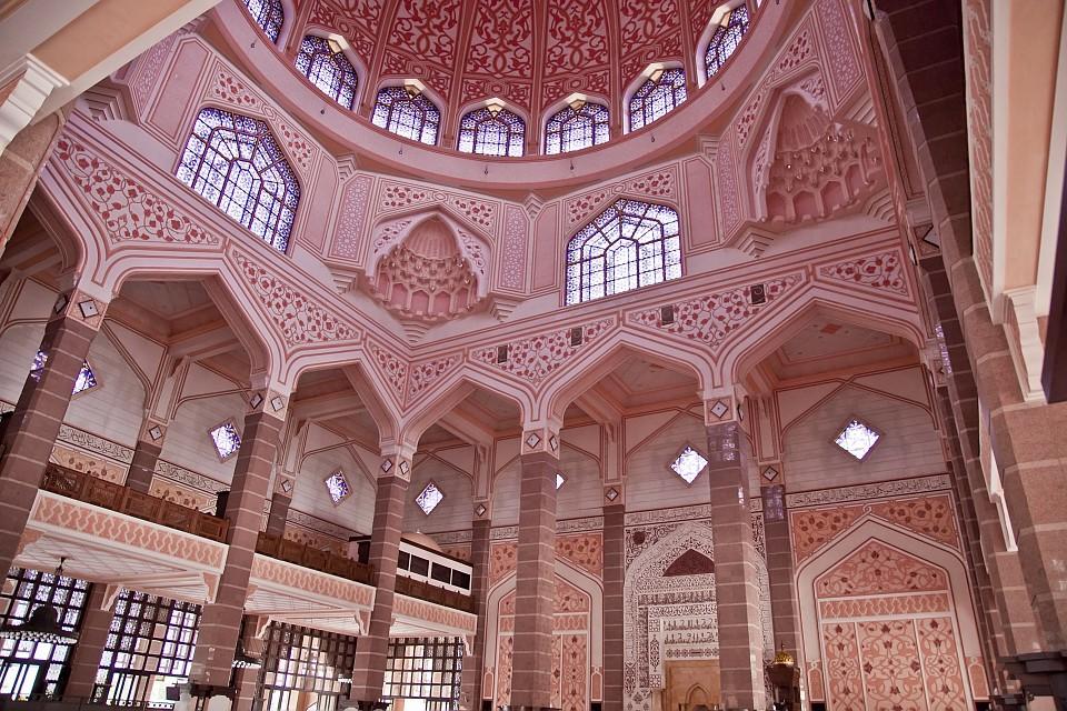 Интерьер мечети Путраджайя