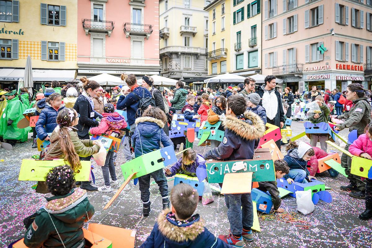 Карнавал на площади Piazza della Riforma