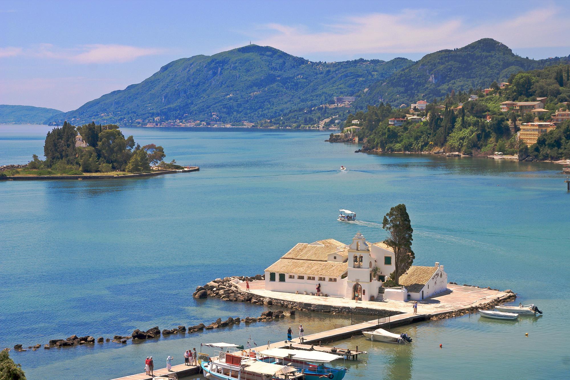Остров на котором расположен монастырь Влахерна