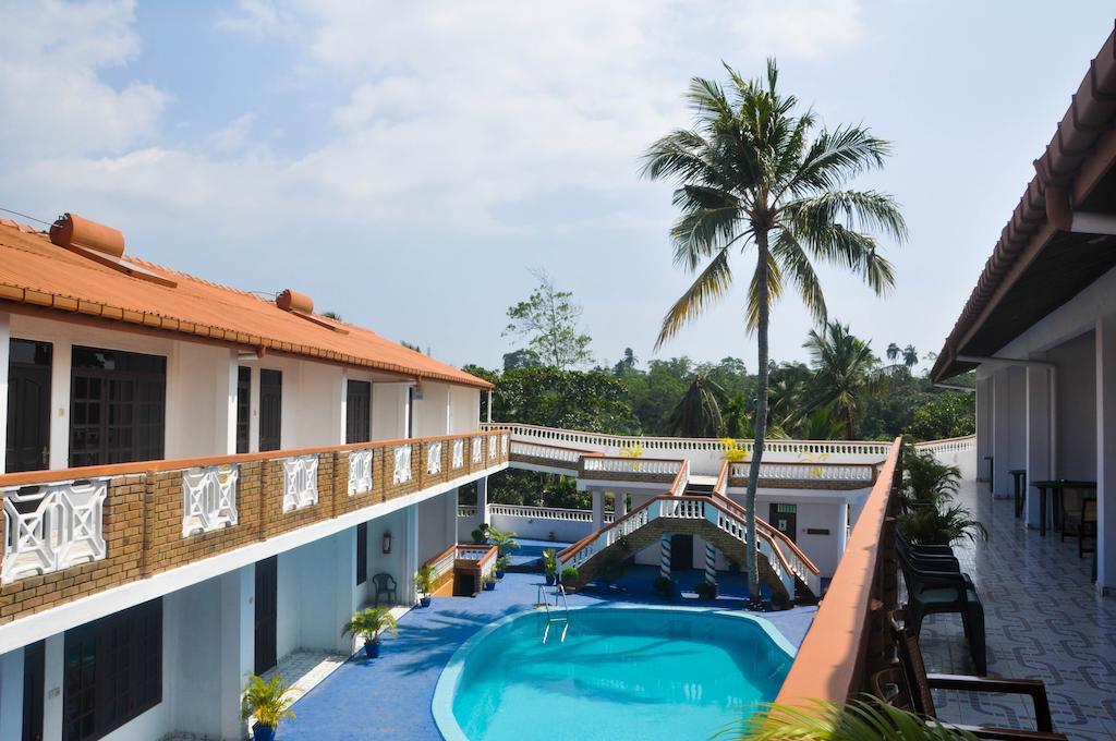 2** отель Hotel Thai Lanka