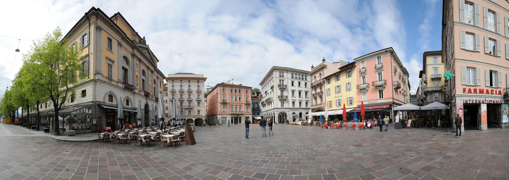 Панарамный вид площади Piazza della Riforma