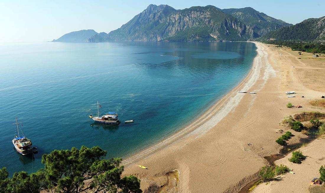 Пляж Чиралы около Кемера