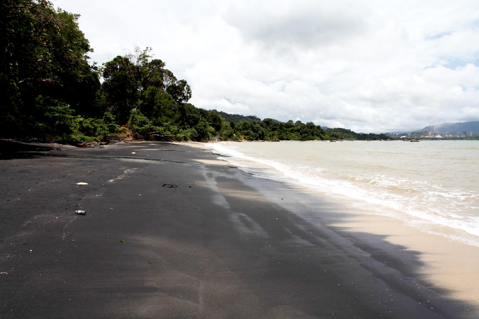 Пляж Pantai Pasir Hitam