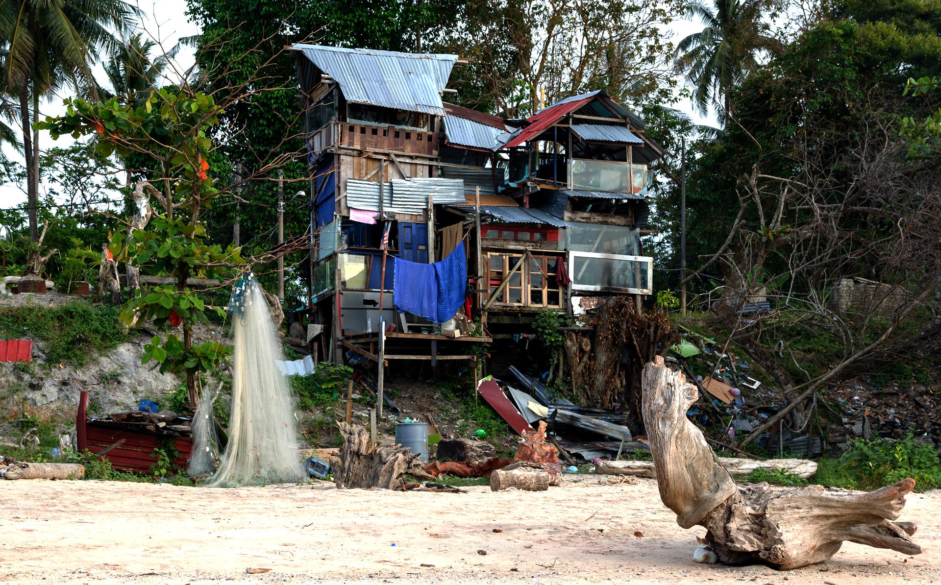 Рыбацкий домик на пляже Pantai Pasir Hitam