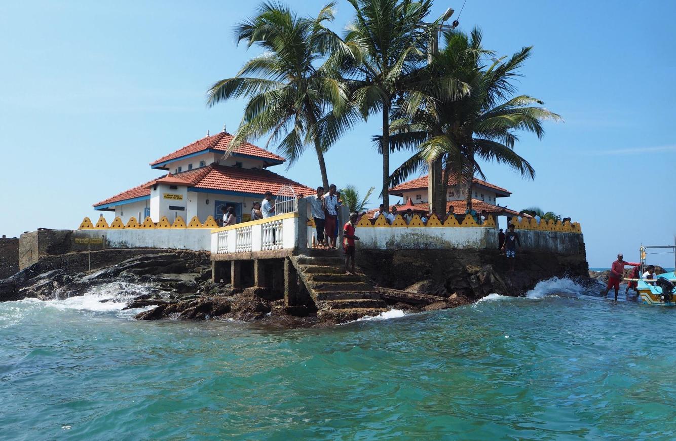 Храм Синигама Вихара на острове
