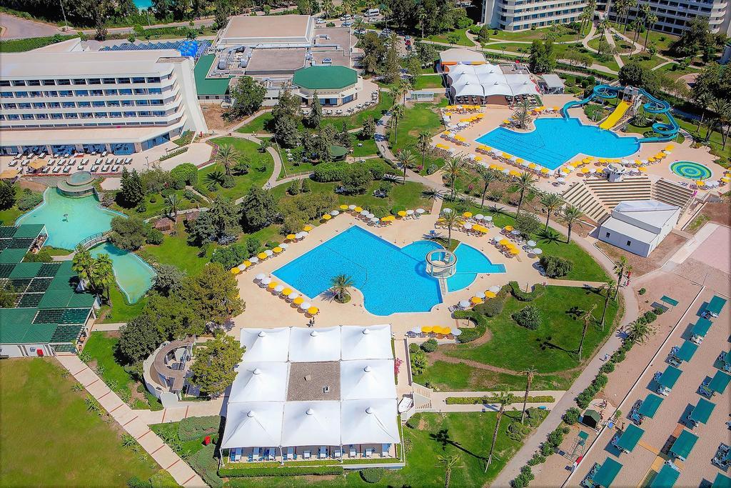 Территория отеля Mirage Park Resort
