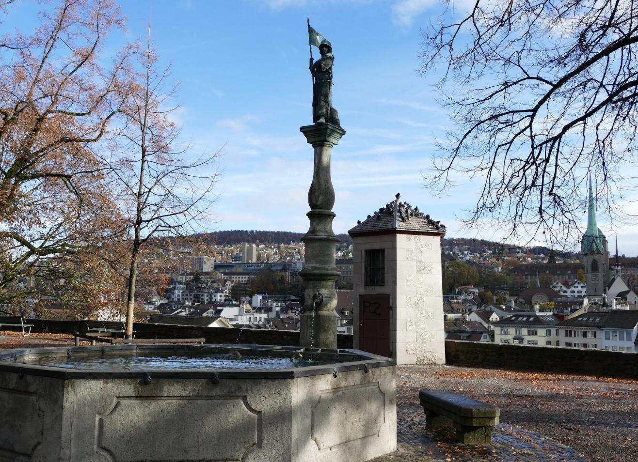 Фонтан со статуей девы-воительницы