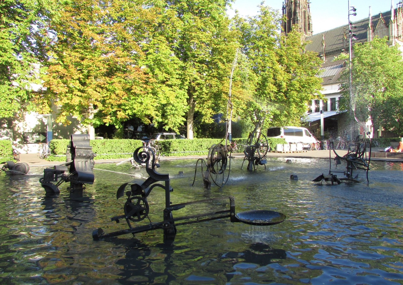 Фонтан с кинетическими скульптурами
