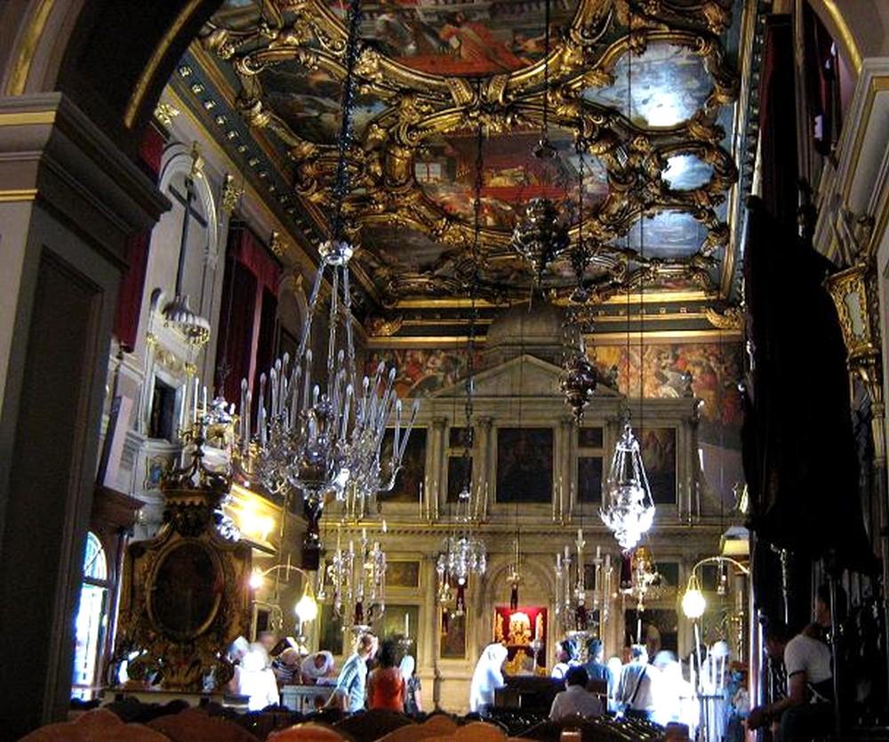 В храме Спиридона Тримифунтского