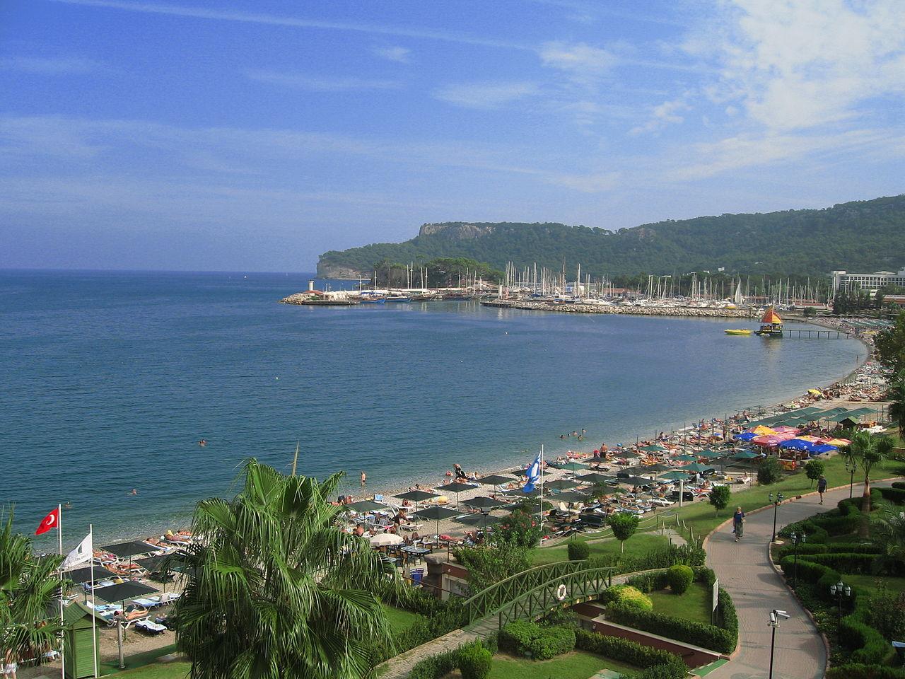 Центральный пляж в Кемере, Турция