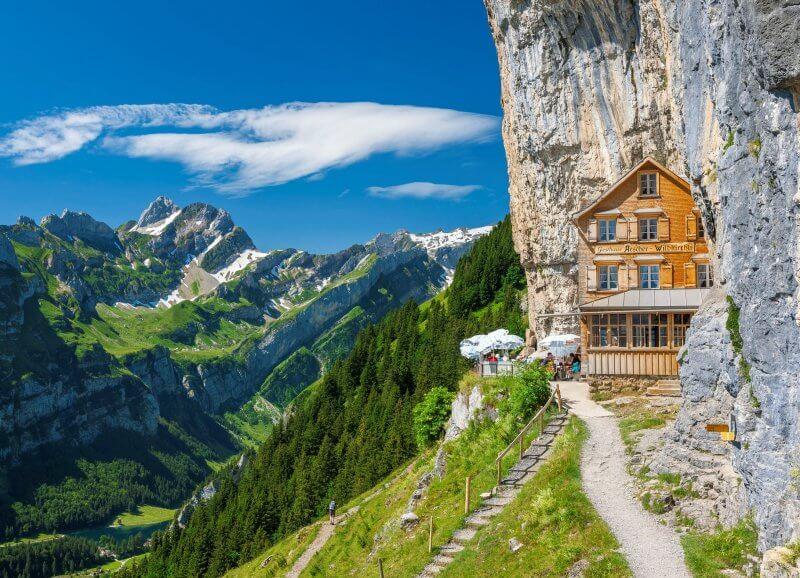 Необычный отель Berggasthaus Aescher
