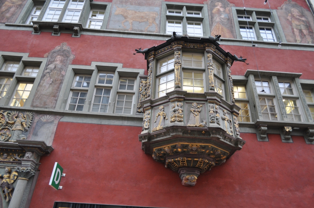 Эркер на здании в старом городе