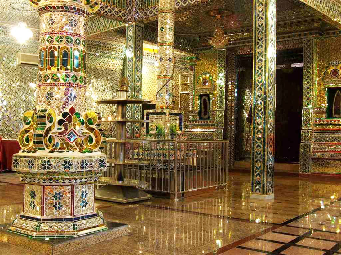 Индуистский храм Arulmigu Sri Rajakaliamman Glass Temple