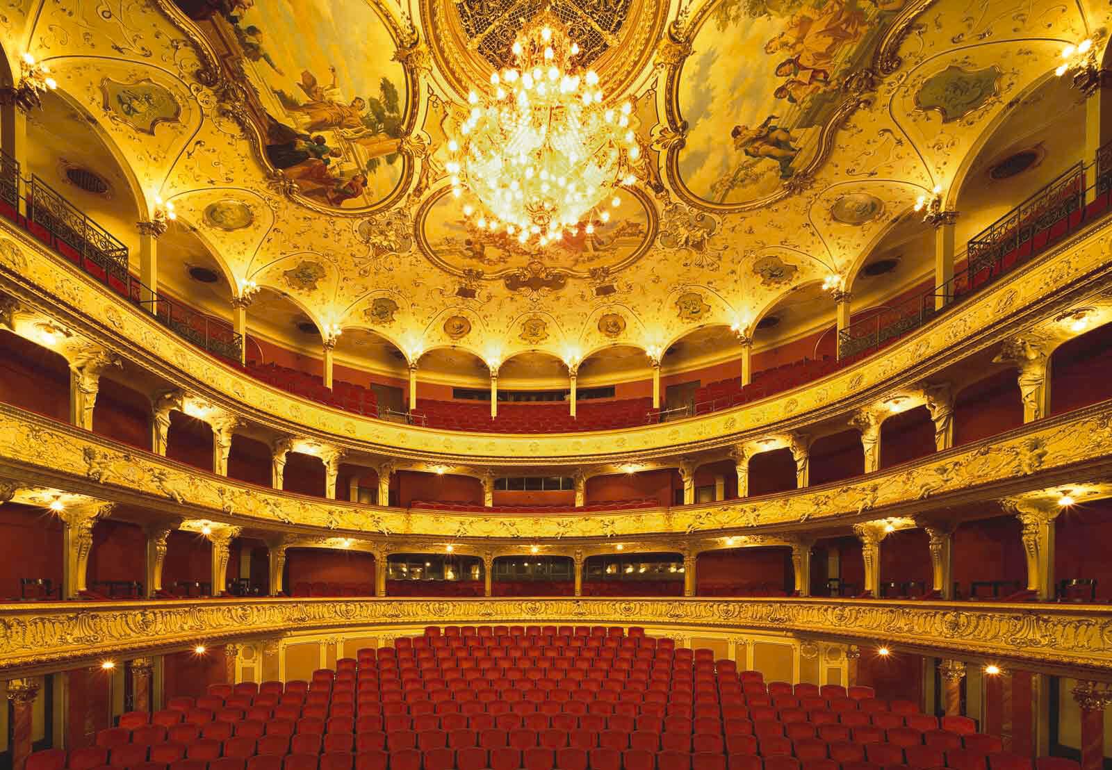 В зале Цюрихской оперы