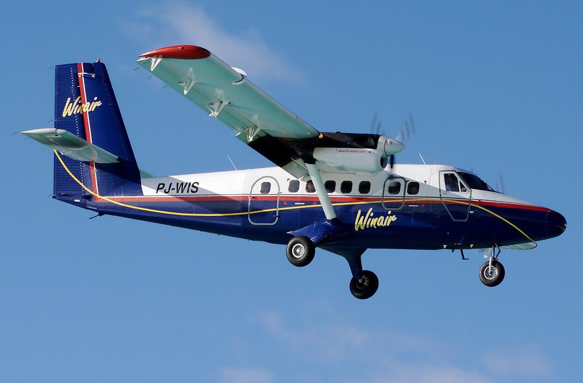 Самолет компании Windward Islands Airways