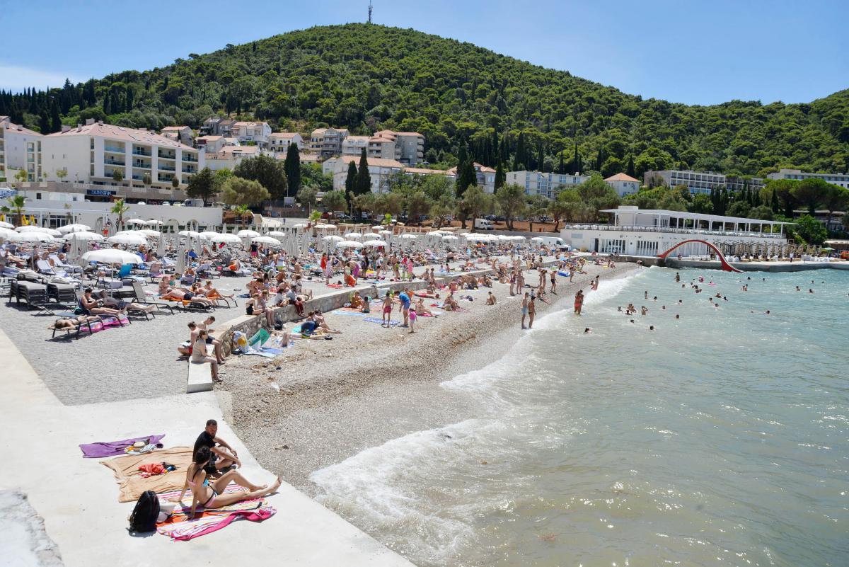 Вид на пляж Лапад в Дубровнике