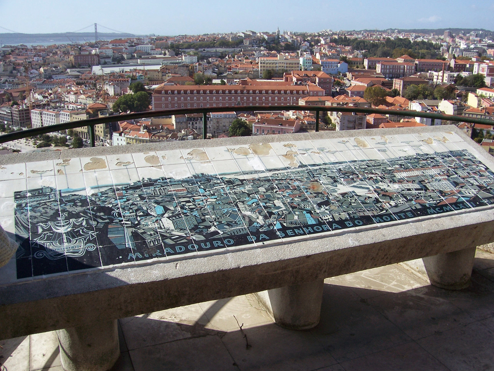 Вид со смотовой площадки Miradouro da Senhora do Monte