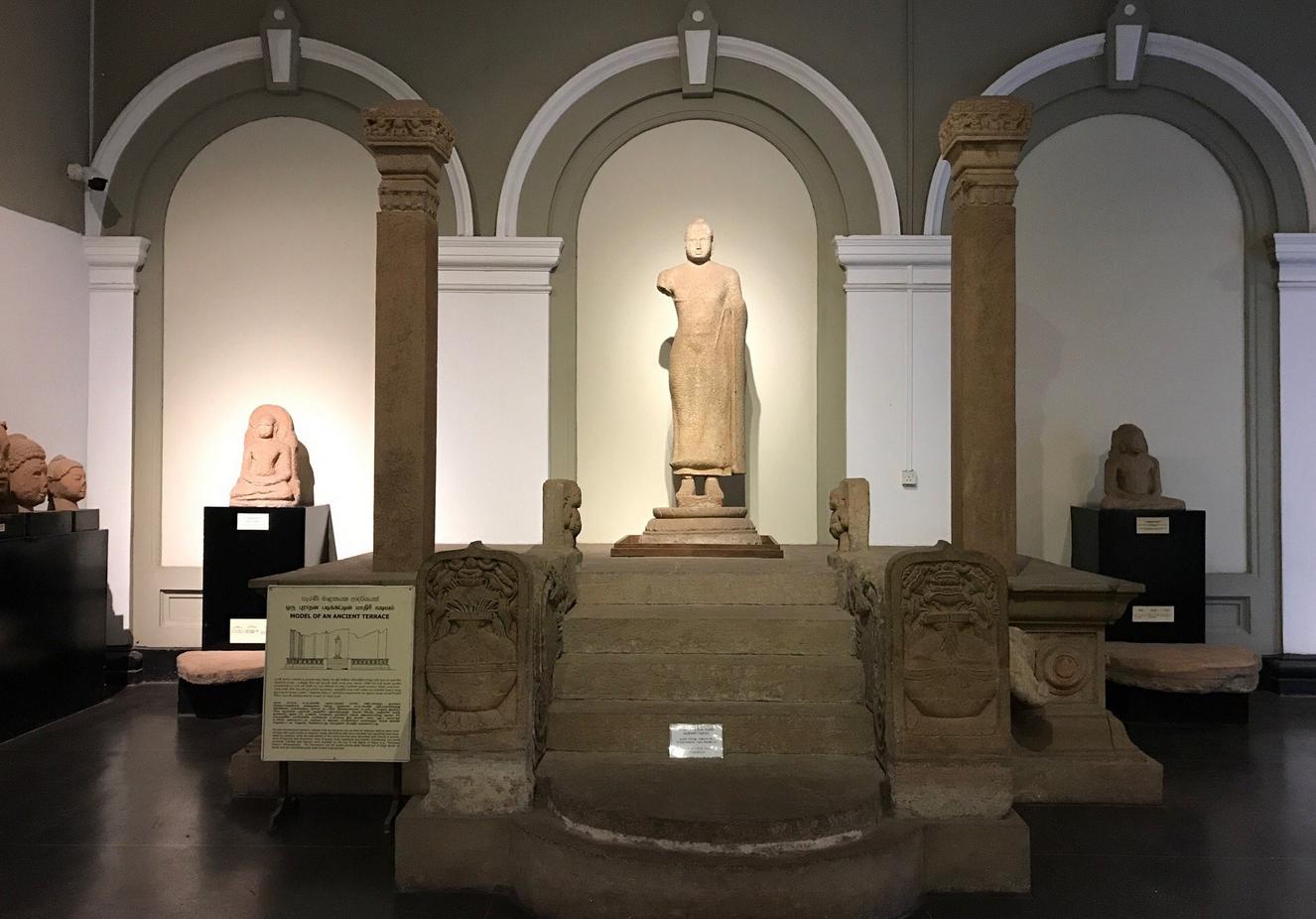 В Национальном музее Шри-Ланки