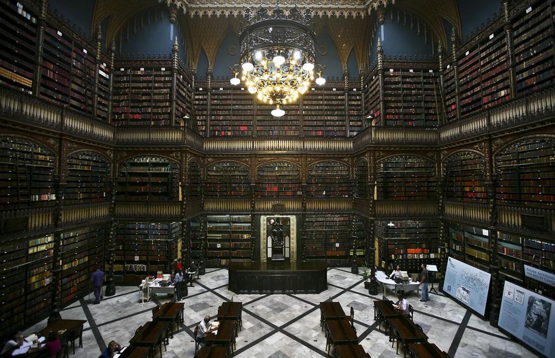 Читальный зал в Португальской королевской библиотеке