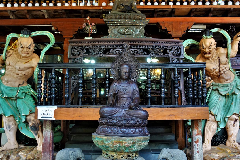 В буддийском храме Gangaramaya