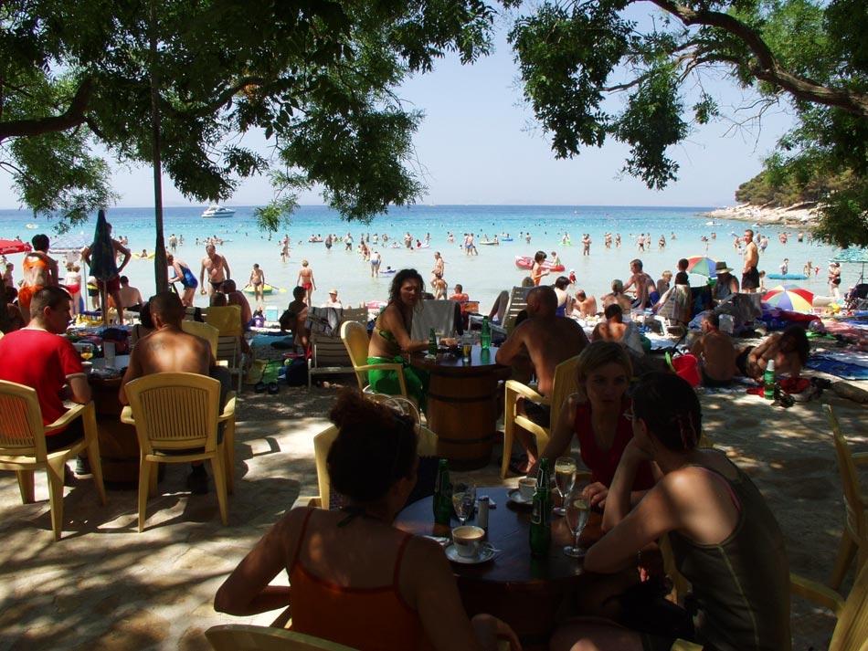 В кафе на берегу пляжа Slanica