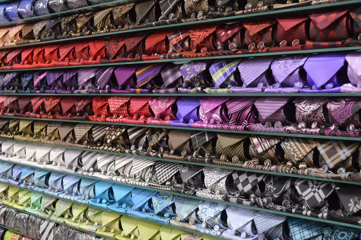 В магазине галстуков