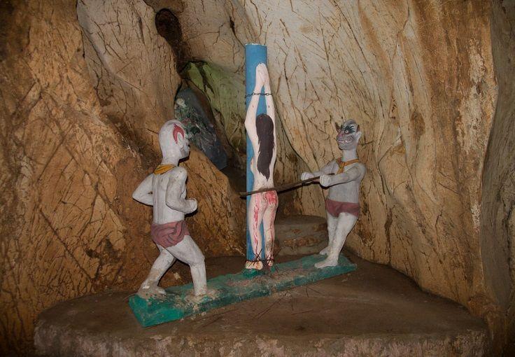 В пещере Am Phu