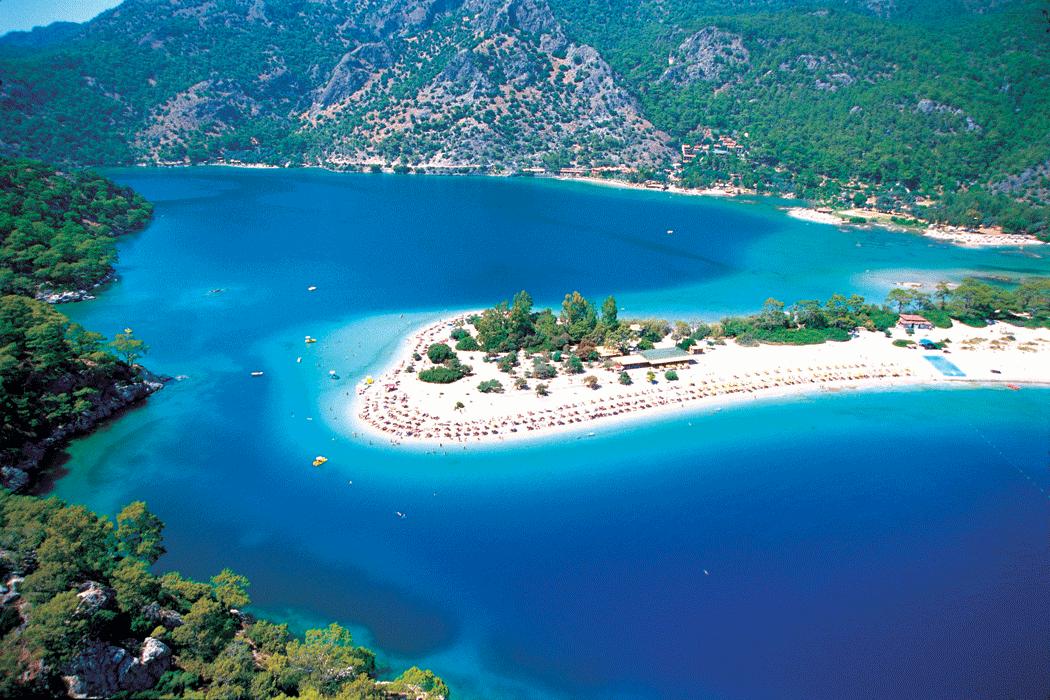 Вид сверху на пляж Голубая лагуна