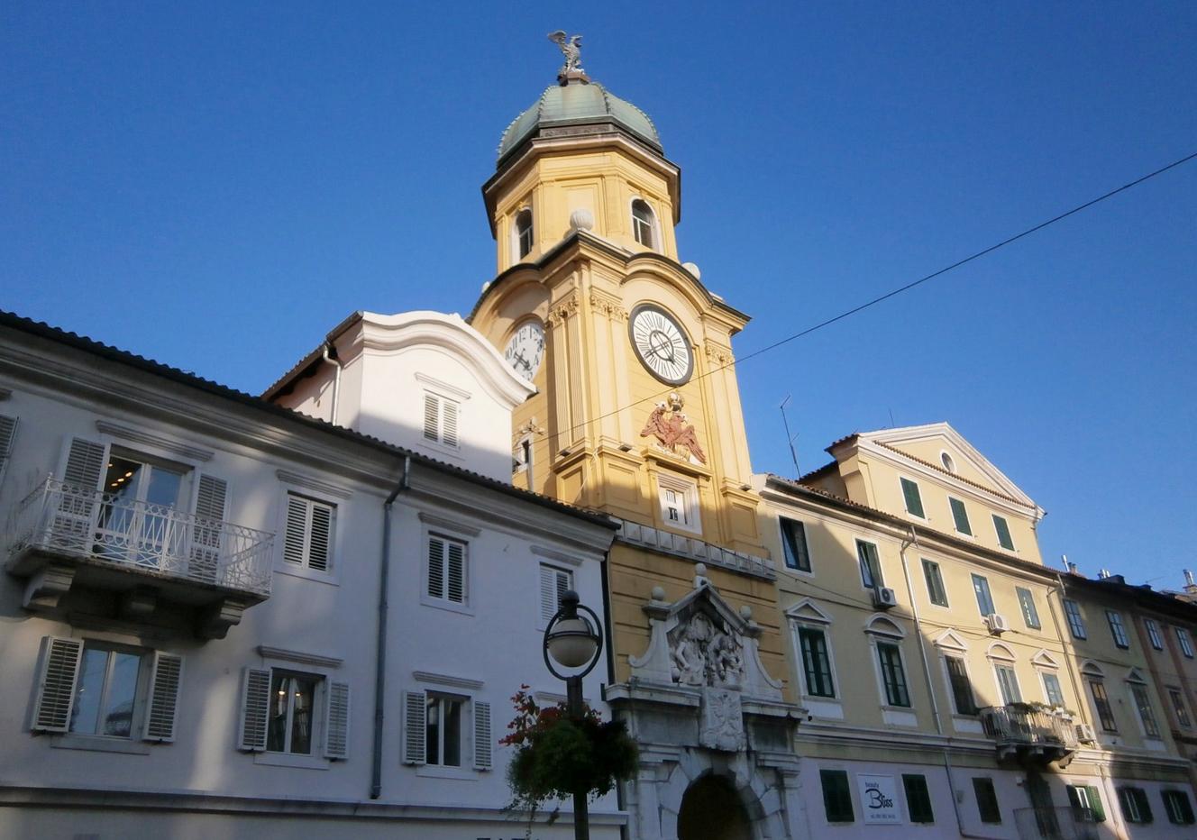 Городская башня на улице Корзо