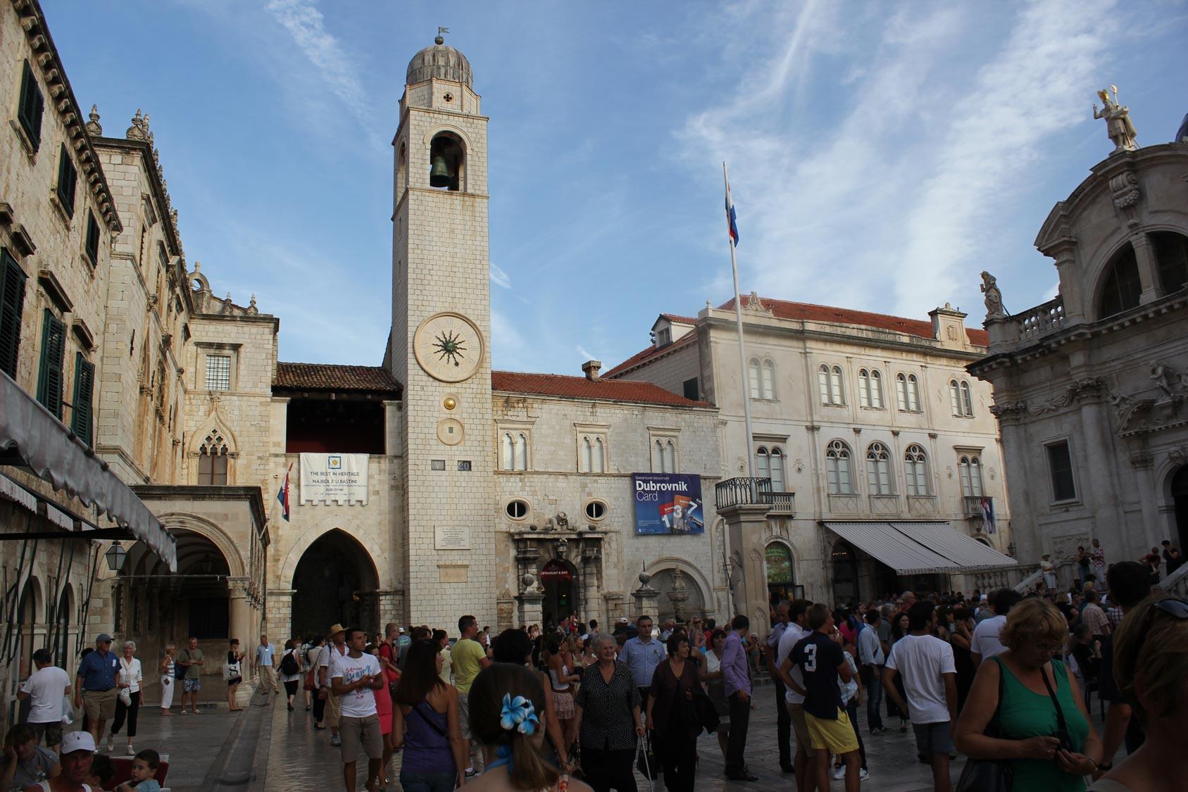 Городская колокольня на улице Страдун