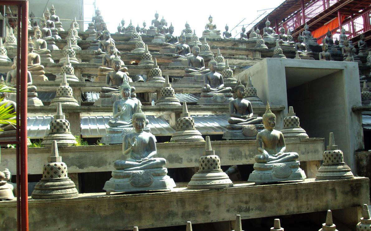 Изваяния Будды в «Саду Будд»